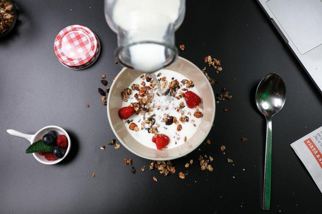 berry breakfast, cereal, milk
